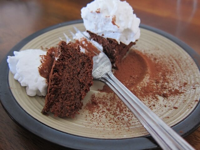 Flourless Chocolate Cake {paleo} | Real Food RN