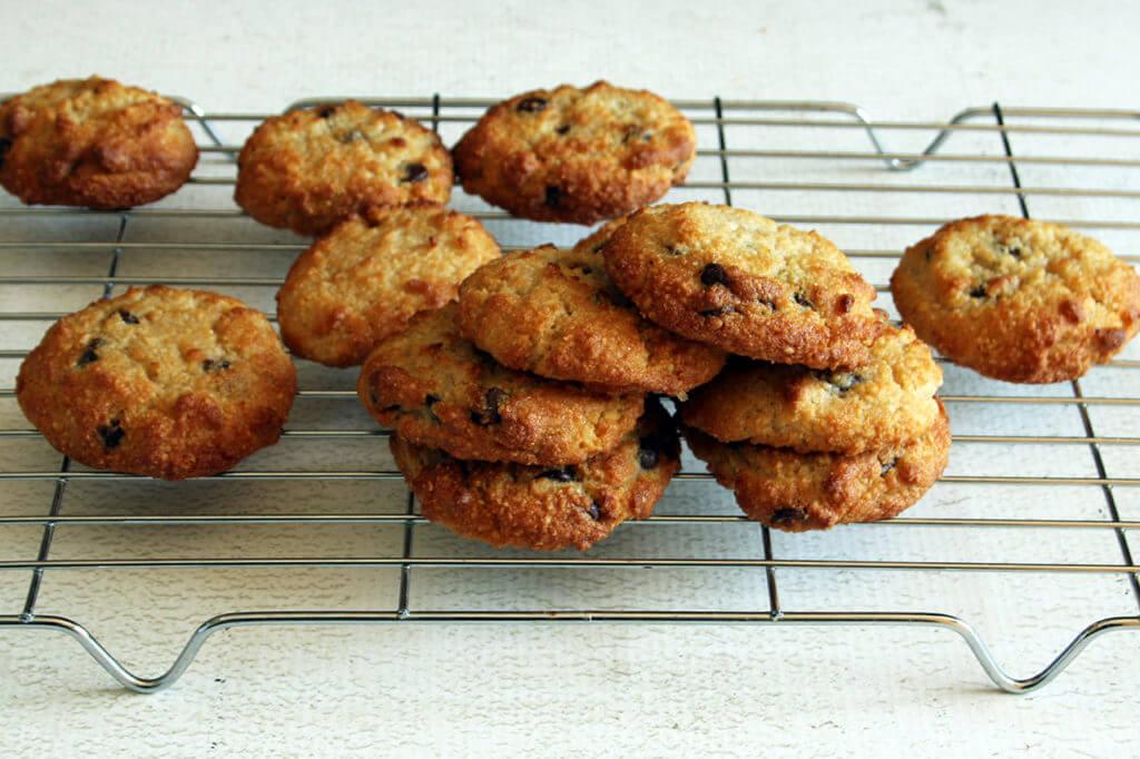 Low-Carb Chocolate Chip Cookies | Real Food RN