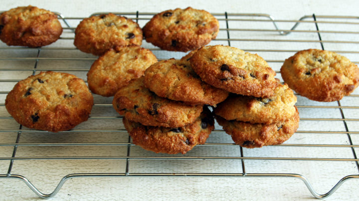 Low-Carb Chocolate Chip Cookies | Real Food RN