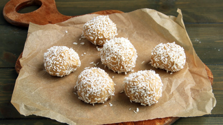 Cashew Nut & Coconut Cookie Dough Fat Bombs